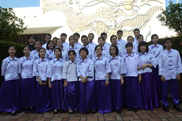南投国中国乐团于南投县文化局合影。(南投国中 提供)