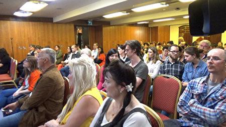 7月6日,爱尔兰皇家外科医生协会(Royal College of Physicians)举办了反映中共活摘法轮功学员器官罪行的纪录片——《活摘》(Human Harvest)首映式。(李凌云/大纪元)
