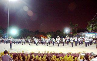 第一届亚洲青年行进乐队锦标赛于马来西亚雪兰莪州举行。图为来自马来西亚的队伍SMJK Nan Hwa Band在踩街游行比赛项目中,以平稳的表现拿下第一名。 (杨晓慧/大纪元)