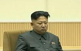 朝鲜试射洲际导弹后,金正恩缺席大型庆祝活动,引外界关注。就在金正恩通过核试验与导弹加强挑衅姿态的同时,不断发生朝鲜士兵越过三八线投诚事件。外界分析,朝鲜金正恩政权正面临日益加剧的民怨和军队哗变的风险。(AFP PHOTO / KCNA VIA KNS)