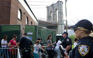 每年的梅西煙花秀,警方都出動大量警力進行安保。 (Andrew Renneisen/Getty Images)