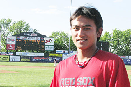 臺灣棒球名將林子偉2013年加入紅襪小聯盟的Lowell Spinners。(馮文鸞/大紀元)