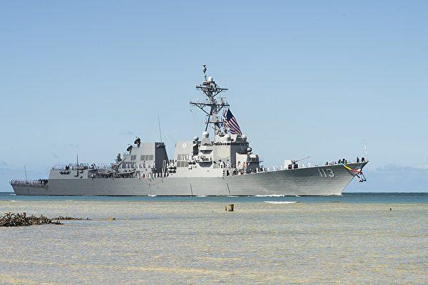"""7月15日,美国海军阿里伯克级导弹驱逐舰""""约翰‧芬恩号""""(USS John Finn)在夏威夷珍珠港-希卡姆联合基地(Joint Base Pearl Harbor-Hickam)举行服役典礼。(维基百科公有领域)"""