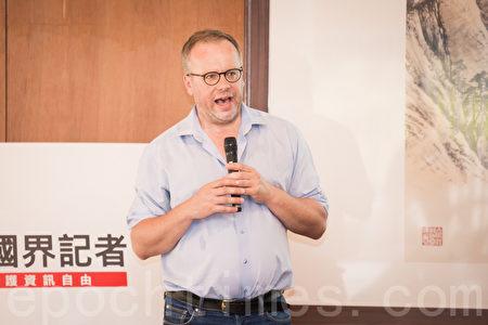 「無國界記者組織」(RSF)亞洲行政中心18日在台北成立,祕書長克里斯多夫‧德洛瓦(Christophe Deloire)表示,在中國改變台灣之前,「我們要先改變中國」。(陳柏州/大紀元)
