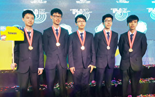 國際物理奧林匹亞競賽成績23日揭曉,台灣獲3金2銀, 獎牌數排第8,是近10年最差。團長高賢忠表示,其他 國家進步很快,加上遇到評分爭議,而影響成績。 (教育部提供/中央社)