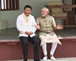 中印邊境對峙之際,習近平在G20峰會期間,與印度總理莫迪會面,並意外讚揚印度,引外界關注。圖為莫迪2014年9月17日在他的家鄉古吉拉特邦和習近平共度他的64歲生日。(AFP)
