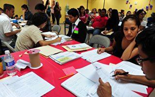在加州,想成為移民顧問,只須通過背景調查並提交簡單文件。(FREDERIC J. BROWN/AFP/GettyImages)