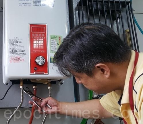 熱水器安檢要點二:水通道。(廖蔚尹/大紀元)