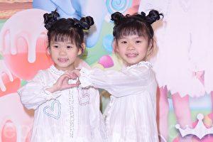 """台湾双胞胎童星组合""""左左右右""""20日举行新专辑《奇幻心乐园》记者会。(黄宗茂/大纪元)"""