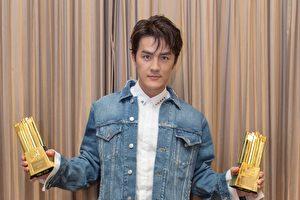 """吴克群20日前往深圳""""MTV 全球华语音乐祭典""""颁奖典礼表演,也获颁""""最佳创作歌手""""等两奖的肯定。(华纳提供)"""