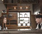 """张信哲前往日本拍摄新歌《说》MV,请到有""""小周慧敏""""之称的陈语安出任女主角。(潮水音乐提供)"""