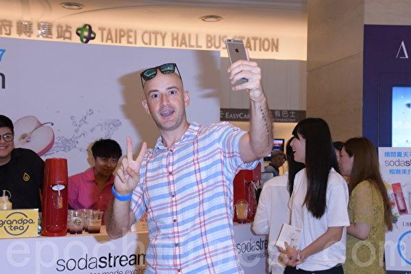 愛玩客吳鳳出席sodastream氣泡機活動
