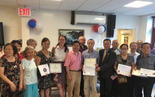 法拉盛的王子街本傑明自助老人中心為新成為美國公民的耆老舉行慶祝會。 (林丹/大紀元)
