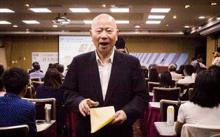 前民進黨主席、新興民族文教基金會董事長許信良(中)表示,中國要領導全球化,問題在缺少信賴,「讓世人信賴的精神力量非常重要,台灣可以提供」。 (陳柏州)