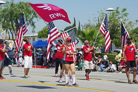 7月4日,洛杉矶华人区柔斯密市(Rosemead)举行盛大国庆游行。(刘菲/大纪元)
