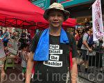 参与游行的前香港中央政策组顾问刘细良认为,过去二十年基本法所承诺香港的自治权受侵蚀,认为港人需要自救。(王文君/大纪元)