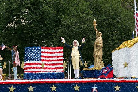 2017年華府國家獨立日大遊行。扮演美國歷史人物的花車。(李莎/大紀元)