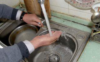 低收入者、老年人和多家庭住房中的居民可獲水費補助115美元。 (大紀元資料庫)