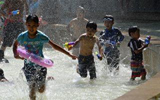 进入7月以来,全日本都遭高温侵袭,东京连日达到35℃左右。  (TOSHIFUMI KITAMURA/AFP/Getty Images)