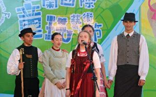 孔雀匈牙利国家儿童民俗团的精彩演出。(宜兰文化局 提供)
