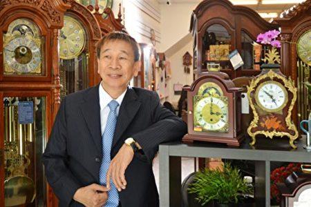 國寶級鐘藝大師蔡明森以「德國機芯、台灣木藝」精湛技藝,讓許多人喜愛上老爺鐘。(得寶鐘錶提供)