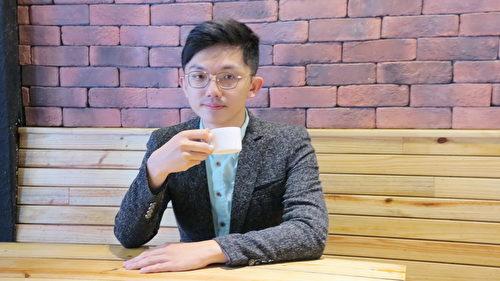 哈士奇咖啡工坊的张德弘,想要瓦解一般人认为咖啡苦涩的刻板印象,让更多人了解咖啡,爱上咖啡。(邓玫玲/大纪元)
