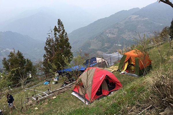 許多露營場地設置在山坡上,但環境安全令人堪慮,市議員希望政府能做好管理。(市議員楊朝偉/提供)