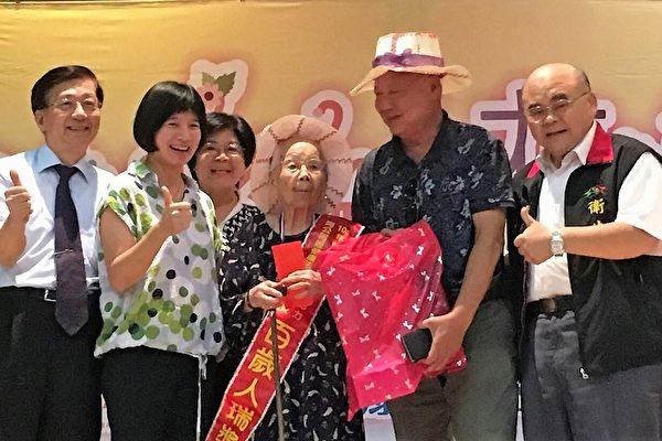 「阿公阿嬤健康活力Show大賽」鼓勵長輩們也能綻放花朵般的不老活力。(台中市政府提供)