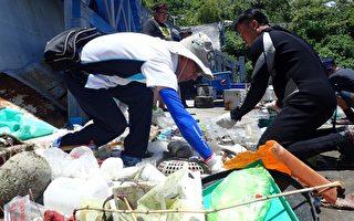 小琉球驚現「寶特瓶海」 屏環保局下海清理