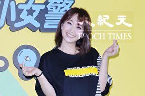 朱俐静7月19日在台北参观卡通特展。(黄宗茂/大纪元)