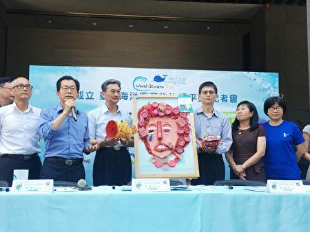 """环保署20日宣布,与多个环团共同成立""""台湾海洋废弃物治理平台"""",希望从源头减少海废垃圾。(中央社/提供)"""