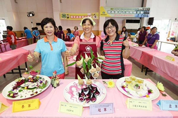 在地食材火龍果&香蓮花果料理拼盤競賽。(羅東鎮農會提供)