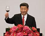 前北京大學經濟學院副教授夏業良表示,當前中國經濟須要靠「非經濟」的方法來救,習近平應向蔣經國看齊,開放黨禁、報禁。(AFP)