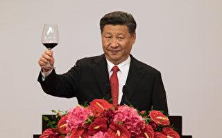 """前北京大学经济学院副教授夏业良表示,当前中国经济须要靠""""非经济""""的方法来救,习近平应向蒋经国看齐,开放党禁、报禁。(AFP)"""