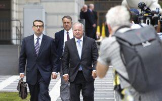 新州大橋門主謀之一的David Wildstein(左)從法庭走出。 (Eduardo Munoz Alvarez/Getty Images)
