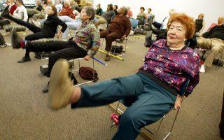 市議會立法鼓勵老人領取糧食券。 (Mario Tama/Getty Images)