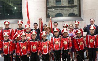 纽约华侨学校鼓乐队参与庆祝伊利运河二百周年活动。 (陈作舟提供)