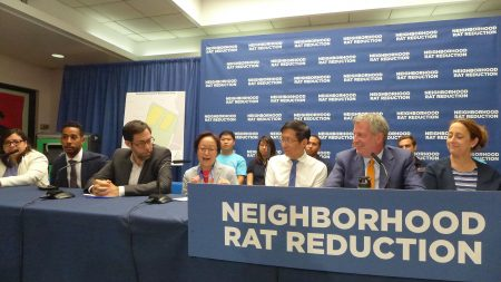市长白思豪与清洁局局长、市议员陈倩雯等,昨天(12日)在华埠宣布,将投入3200万美元,推行全市灭鼠计划。