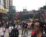 民间人权阵线今天举行七一大游行,一如既往多个政党及团体在铜锣湾摆设街站。(林怡/大纪元)