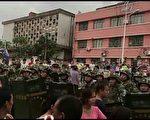 7月27日,广东湛江市遂溪县江洪镇水堀村数百村民因阻止协鑫光伏项目施工,游行示威到镇政府,遭边防武警镇压。(村民提供)