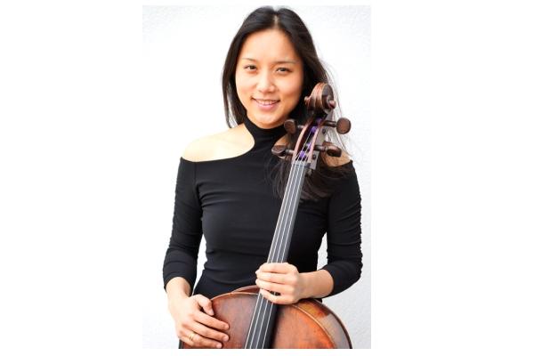 集鋼琴家與大提琴家於一身的曾淑偉女士(曾淑偉提供)