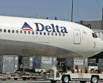达美航空近日发声明向乘客道歉,因有一航班的飞行员和空姐吵架,延误了起飞时间。 (George Frey/Getty Images)