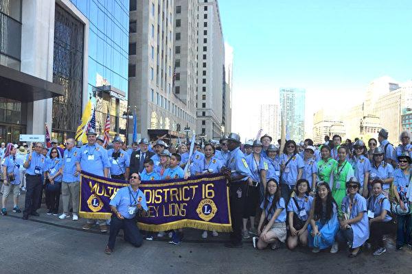 图:新州狮会队伍参加百年庆游行。(爱市狮会提供)