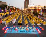 7月16日,纽约部分法轮功学员纽约中领馆前烛光守夜,纪念720。 (戴兵/大纪元)