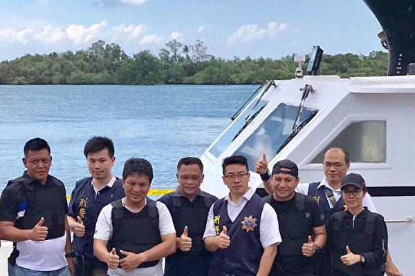 台湾警方日前协助印尼警方破获印尼史上最大宗安非他 命走私案。印尼警方再循线在巴淡岛外海逮捕接应的5 名台湾嫌犯,进行侦讯。(印尼警方提供/中央社)