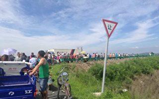 7月24日,吉林省吉林市昌邑区桦皮厂镇上千村民堵高速抗议当局泄洪酿人祸。(村民提供)