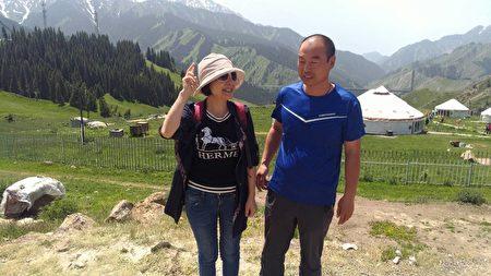 宇海國際總經理簡素訓(左)前往精河探訪有機枸杞,途經賽里木湖。(宇海國際提供)