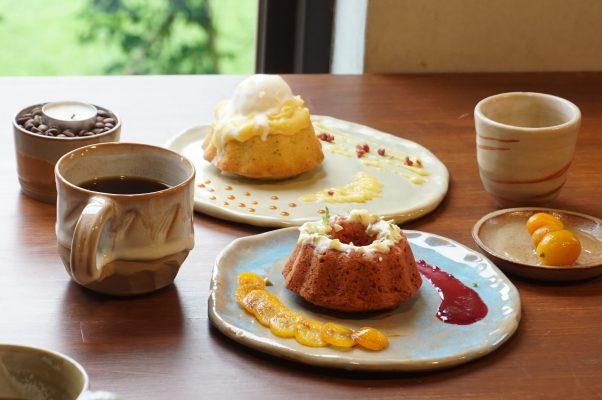 """宜兰艺文美景中,品尝手冲咖啡与点心,""""开始器皿烘培室 """"渡过美好午后时光。(李怡欣/大纪元)"""