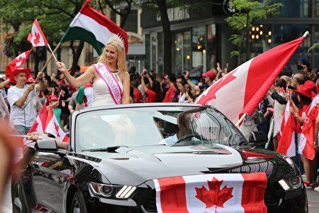 每年7月1日的加拿大国庆日游行,是蒙特利尔最重要的户外游行活动之一,汇聚了来自全世界各族裔的移民参加。(任乔生 / 大纪元)