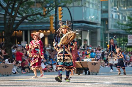 圖說:作為加拿大這片土地上最早的主人--原住民,也參與慶祝加拿大150歲生日。(攝影:大宇/大紀元)